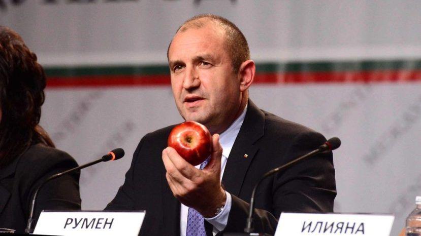 Новоизбранный президент Болгарии хочет работать над отменой санкций противРФ