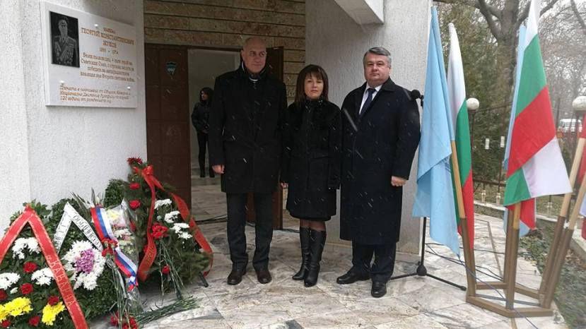 На церемонии открытия мемориальной доски в память Г.К.Жукова
