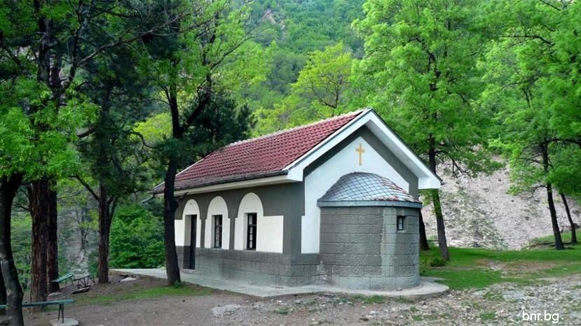 Спасовский колодец у города Златица